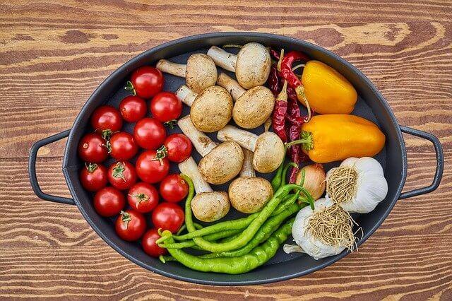 鍋に入った野菜