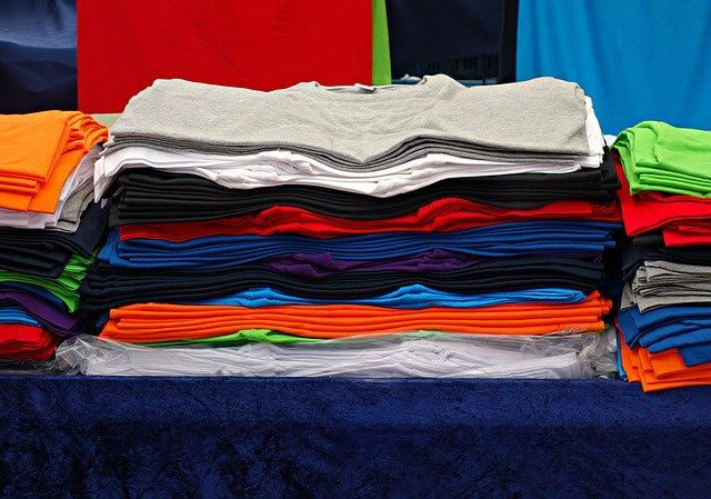 たくさんのTシャツ