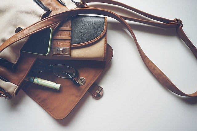 おしゃれな財布とバッグ