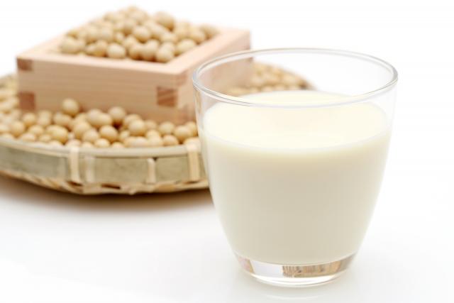 豆乳と大豆のイメージ